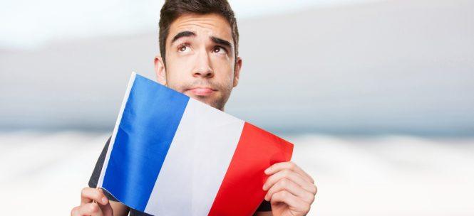 reconnaître un Français à l'étranger